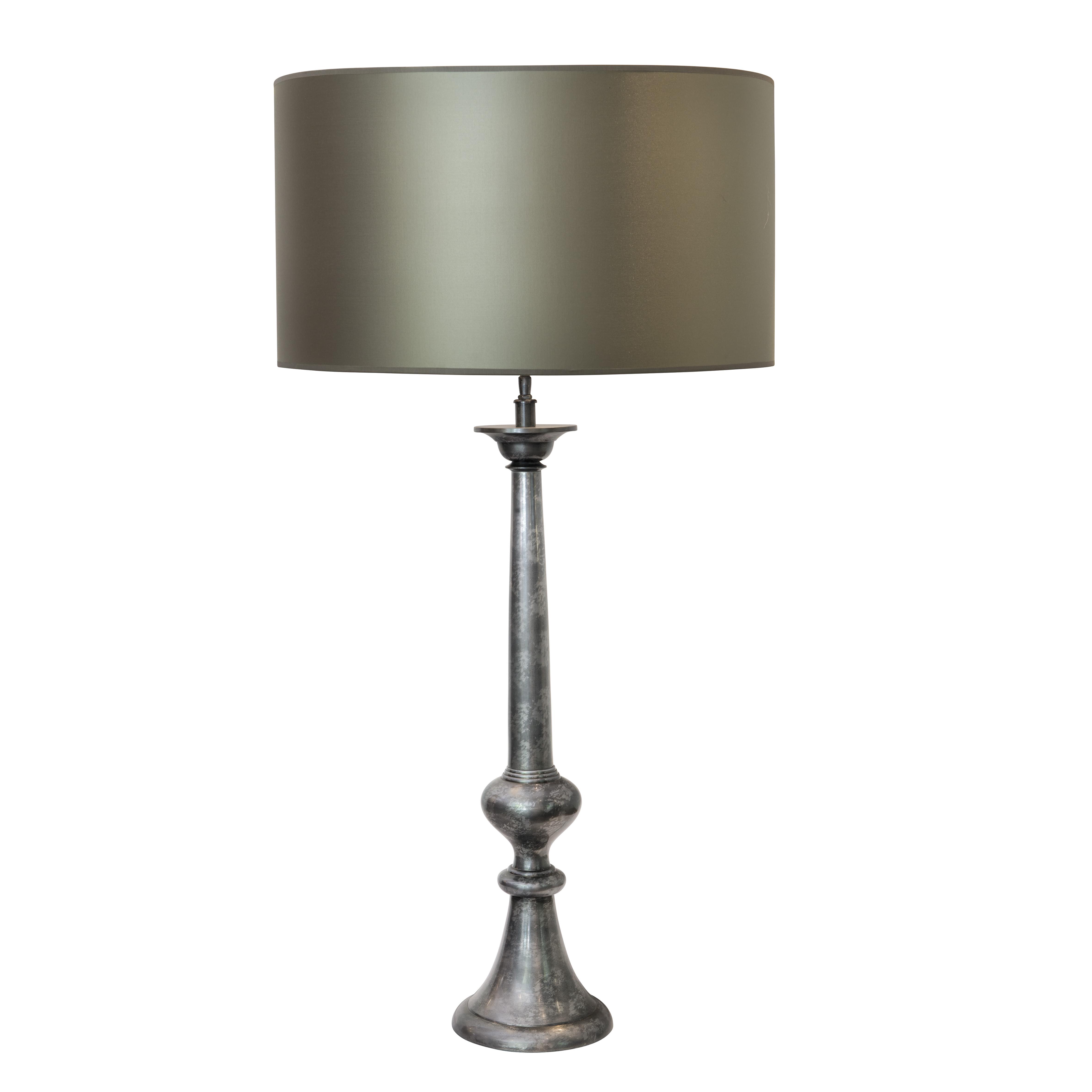 Lámpara de hierro terminación en latón con pantalla de seda - Sandra ...